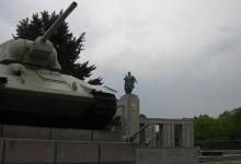 """Petition gegen Putin: """"Bild""""-Zeitung will Panzer am sowjetischen Ehrenmal in Berlin entfernen"""
