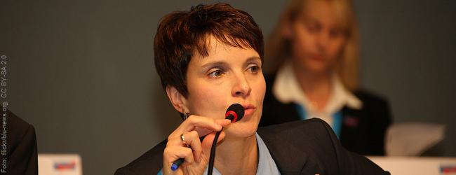 """Frauke Petry zieht Konsequenz aus Mißerfolg: """"Blaue Partei"""" wird aufgelöst"""