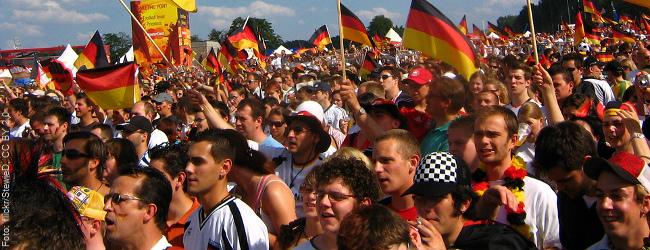 WM-Finale: Linksextremisten brechen Frau den Finger, weil sie Deutschland-Fan ist
