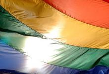 Drastische Strafe für ein Gesinnungsverbrechen: 16 Jahre Haft für verbrannte Schwulen-Flagge