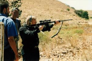 Spitzel mit Gedächtnislücken: Tino Brandt auf einem Schießstand östlich von Johannesburg.