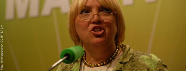 """Grünen-Politikerin Claudia Roth: """"Struktureller Rassismus ist Teil der Norm"""""""