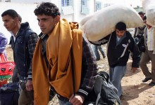 Illegale nehmen wieder Kurs auf Italien: Unbekanntes Schiff lädt 400 Migranten vor Sizilien ab