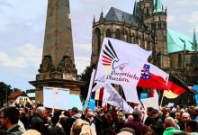 Asyl-Ansturm: 2.000 Protestler bei AfD-Demonstrationszug vor die Thüringer Staatskanzlei in Erfurt