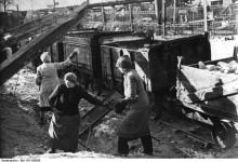 Mythos Trümmerfrauen? – Jungen Geschichtsklitterern ist die Aufbaugeneration zutiefst suspekt