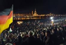 PEGIDA: erfolgreiche Kundgebung zum Jahresabschluß – über 15.000 Anhänger am Elbufer