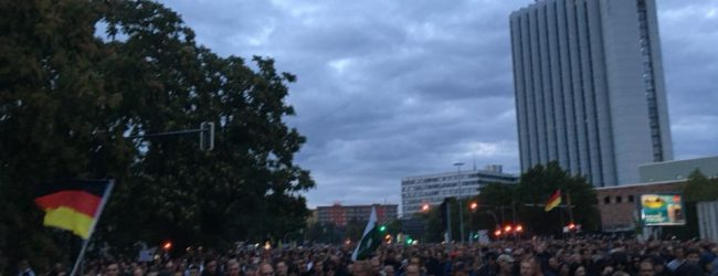 Chemnitz steht auf: Tausende Bürger tragen ihren Protest gegen Ausländergewalt auf die Straße