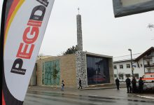 Steinmeier besucht Vorzeige-Moschee: Pegida sorgt für lautstarke Zwischenrufe