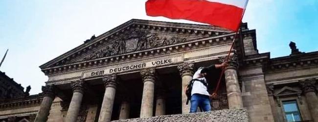 Etablierte am Hyperventilieren: Schwarz-weiß-rote Fahnen vor dem Reichstag