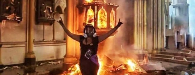 Ausschreitungen in Chile: 57 kirchliche Einrichtungen attackiert und niedergebrannt