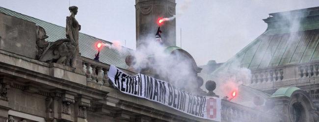 """Militär-Imam unerwünscht: Identitäre zeigen mit Banner zum Nationalfeiertag Gesicht – """"Keinen Imam beim Heer!"""""""