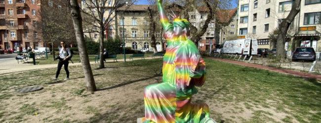 Provokation in Budapester Stadtteil: Black Lives Matter-Statue findet wenig Gegenliebe