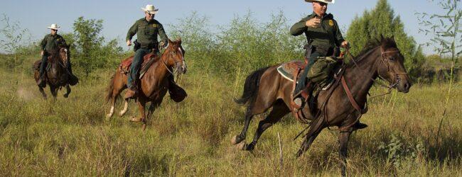 Asylanten-Chaos am Rio Grande: Berittene US-Grenzpolizei geht gegen Illegale vor